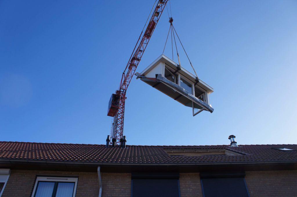 wbb-dakkapellen - mobiele kraan voor het plaatsen van de dakkapel