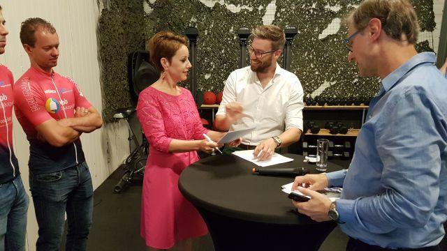 wbb-dakkapellen - tekenen sponsorcontract