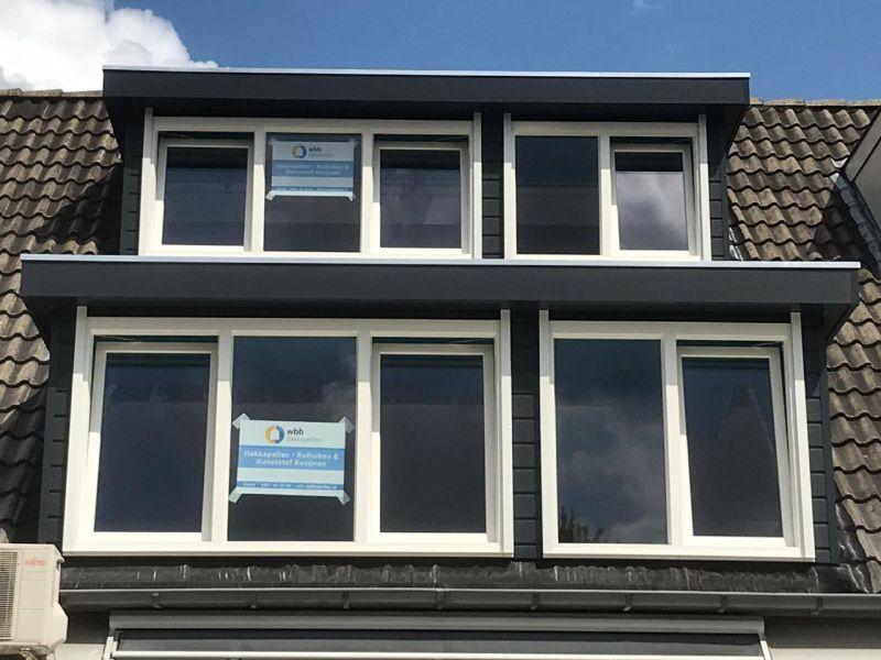 wbb dakkapellen - Dubbele dakkapel boven elkaar op één dak. Alleen mogelijk als het dak meerdere lagen beslaat.