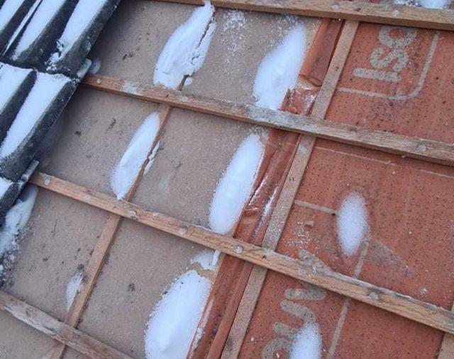 wbb-dakkapellen - stuifsneeuw onder de dakpannen